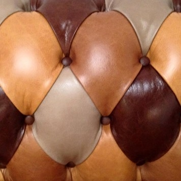 Button Detailed Leather Sofa