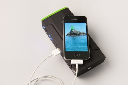 MSC Overland car jumper power bank and iPhone 4s