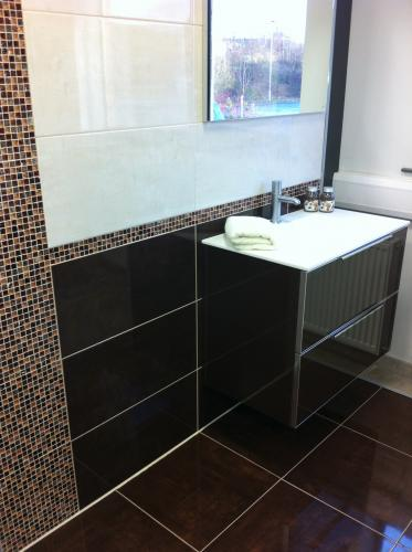 Simply tiles bathrooms tile wholesalers and suppliers for Simply bathrooms