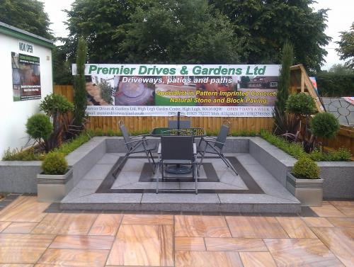 Premier drives gardens in knutsford paving contractors for Garden design knutsford