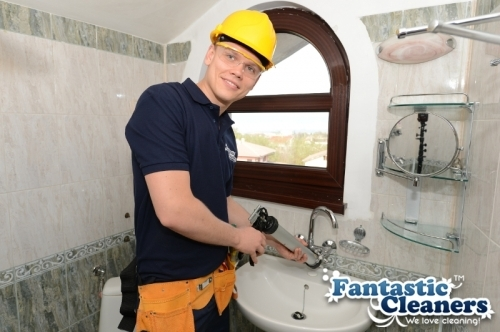 Mastic man cleaning