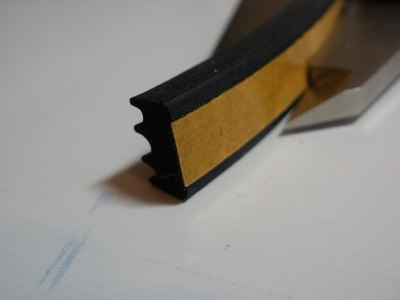 extruded closed cell epdm e strip from 8 mm x 2 mm to 15 mm x 8 mm black and white , various sizes