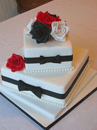 2 Tier Bw Wedding Cake