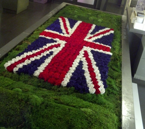 A Union Jack with 650 Infinite Roses for the Urban Retreat at Harrods