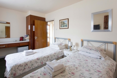Oakwood B&B Heathrow. Twin Standard, En-suite