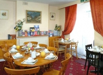 Breakfast room at Holly House Hotel London