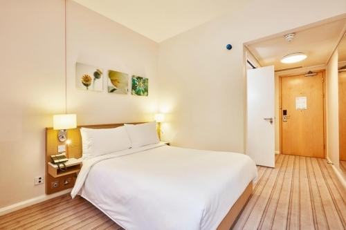 Hilton Garden Inn Birmingham Brindleyplace Guest Room