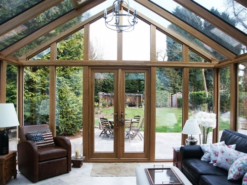 Contemporary Range Oak Conservatory in Surrey